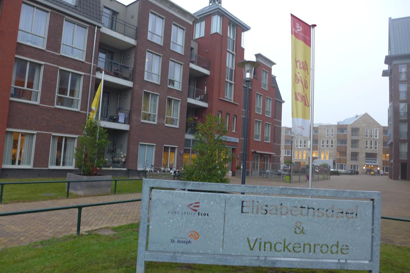 Woonstichting Joost, Stichting Broodnodig en coördinator Marijke Romijnders hebben hun samenwerking bij het eetpunt en andere activiteiten in Elisabethsdael met een jaar verlengd.