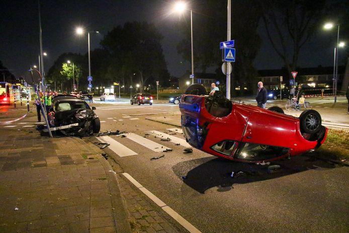 Het ongeluk zorgde voor een flinke ravage op de weg.