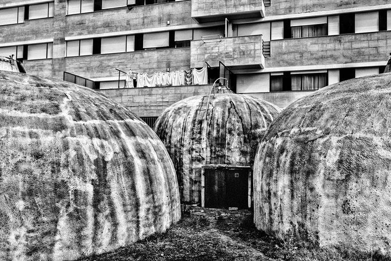 Betonnen wijnvaten voor een brutalistische building in Portugal.  Beeld Tim Dirven