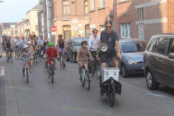 Archieffoto van voor corona: De Critical Mass Ride door de straten van Aalst.