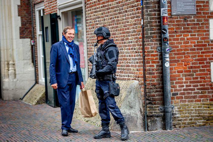 De burgemeester van Haarlem, Jos Wienen, krijgt hier extra beveiliging vanwege dreiging.