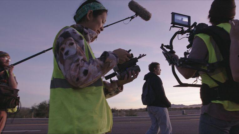 Chloé Zhao op de set van Nomadland.  Beeld Searchlight pictures