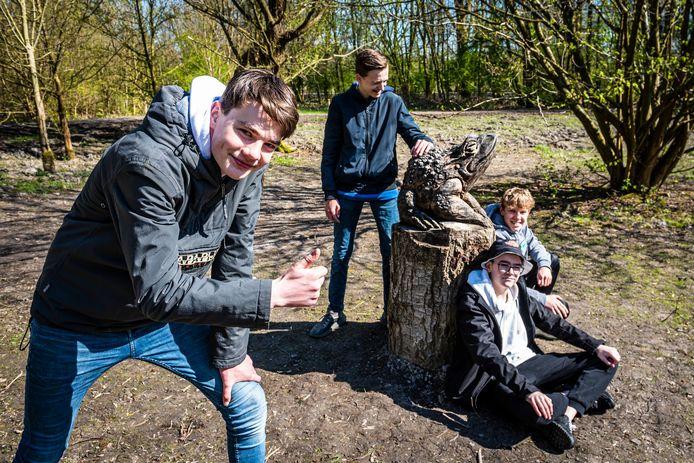 Vlnr Tigo, Levy, Jayden en Tomas vinden de beelden mooi en knap gemaakt dus best een aanwinst voor het park.