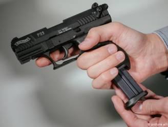 Politie rukt uit voor 'schietpartij' aan huis... maar bewoner heeft het gelukkig niet op mensen gemunt