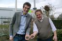 Archieffoto met links Lodewijk Burghout van Biomineralen BV en naast hem directeur Marc Das van de Roosendaalse afvalverwerker Suez ReEnergy. In hun handen droge mestkorrels.