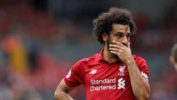 Ongezien: Liverpool geeft sterspeler Salah zélf aan bij politie nadat hij zat te sms'en achter het stuur