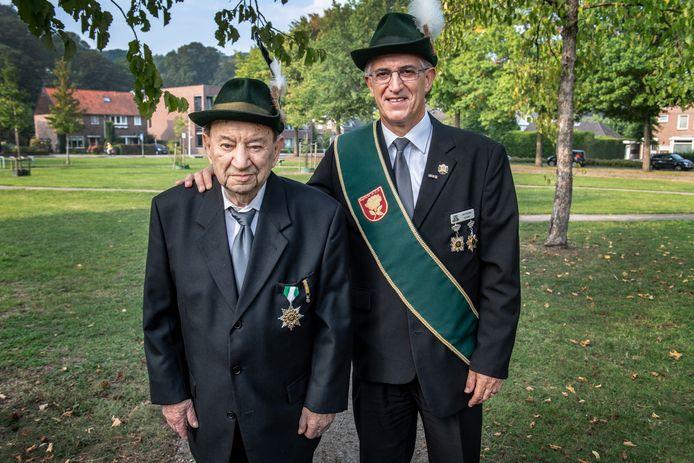Piet Cremers met zoon John, vorig jaar.