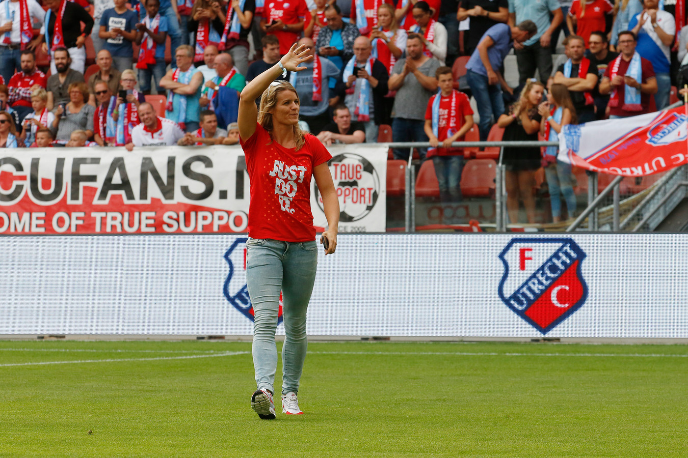 Twee jaar geleden werd Dafne Schippers gehuldigd voor FC Utrecht - Zenit na haar wereldtitel op de 200 meter sprint.