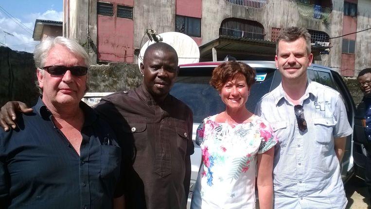 VLNR: Jandries Groenendijk, Sunny Ofehe, Marianne Vos en Erhard Leffers in Nigeria. Het viertal werd ontvoerd in de onrustige Nigerdelta in het zuiden van het land. Beeld ANP Communique