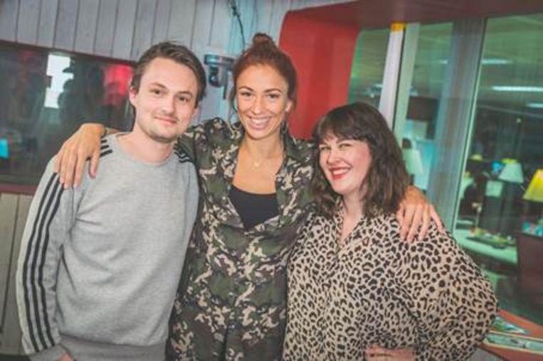 Natalia is te gast bij Qmusic-dj's Maarten en Dorothee.