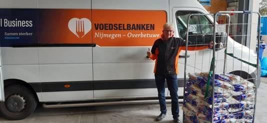 Een medewerker van de Voedselbank Nijmegen - Overbetuwe heeft de waspoeder opgehaald.