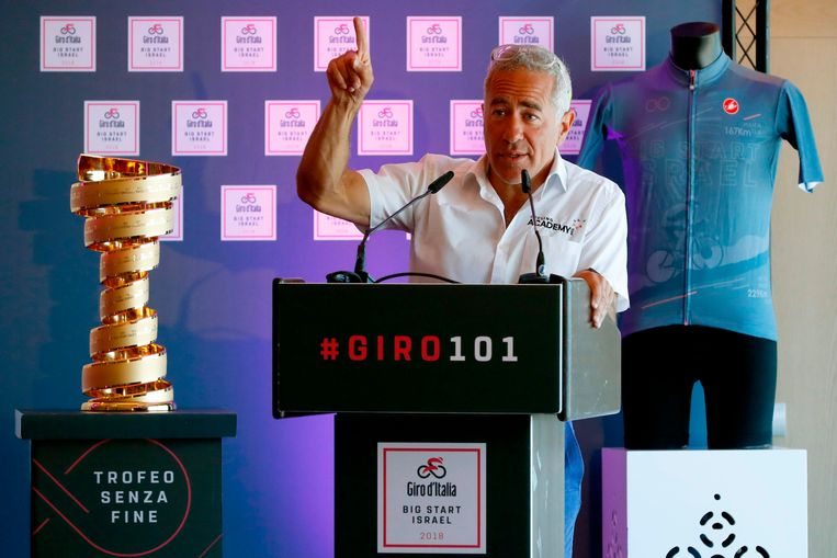 Sylvan Adams, de man met het geld achter Israel Start-up Nation, hier bij de start van de Giro in Tel Aviv, in 2018.  Beeld AFP