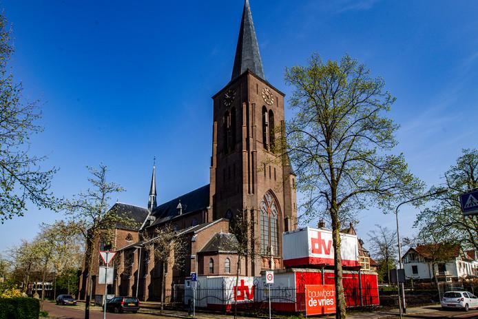 De voormalige RK-kerk waar de nieuwe Deventer middelbare school in trekt
