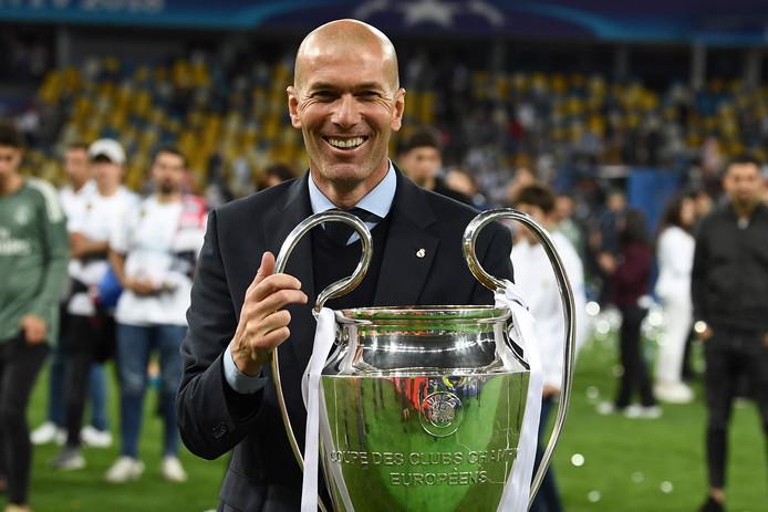 Zinedine Zidane met de Cup met de Grote Oren.