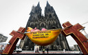 Protest bij de kathedraal in Keulen tegen het misbruikschandaal in het bisdom.