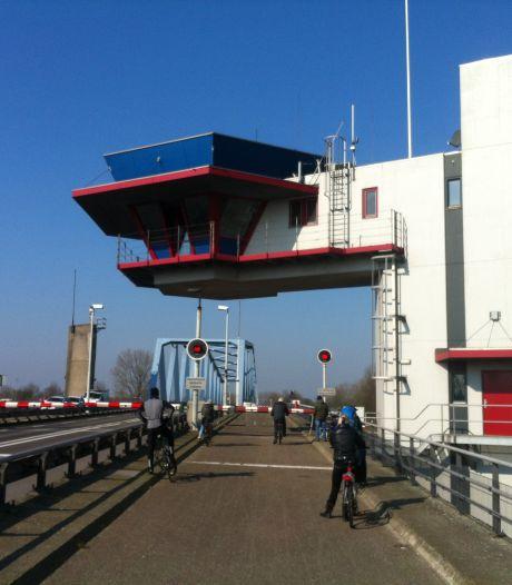 Brug bij Sas van Gent drie dagen gestremd voor wegverkeer