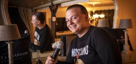 Oldenzaal heeft er een nieuwe zanger bij, Jamie Short (23): 'Het werd tijd voor een eigen nummer'