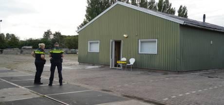 Vluchtende verdachten drugslab Zevenaar nog spoorloos, Velpenaar blijft in de cel