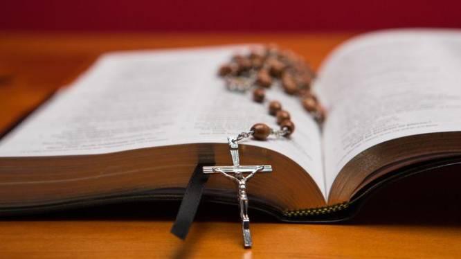 """Oprichter van evangelische kerkgemeenschap riskeert 4 jaar cel in zedenzaak: """"Hij gebruikte Bijbelteksten in zijn voordeel"""""""