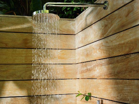 Wil je een grote douche met vijf sproeiers én een groot bad? Tref dan de juiste voorzieningen.