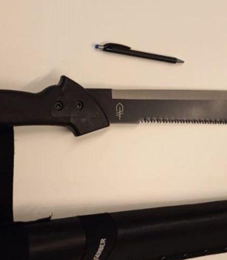 Hoeksche Waardse tieners met groot mes op zak proberen straatroof te plegen in Barendrecht
