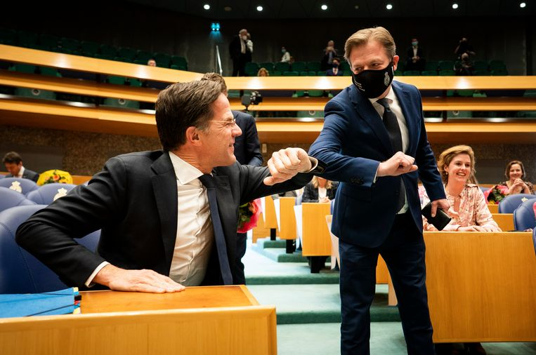 Mark Rutte en Pieter Omtzigt voor aanvang van de beëdiging van de nieuwe Kamer.  Beeld Freek van den Bergh / de Volkskrant