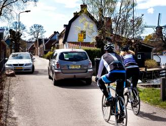 Daar komen de asociale wielrenners weer: 'Bekeur desnoods op ontbreken fietsbel'