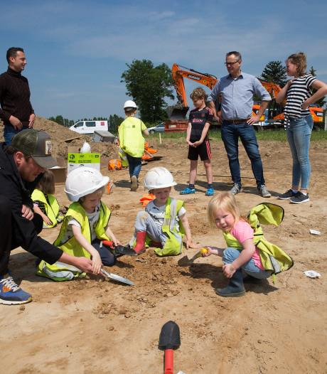 Kijken naar opgravingen Kollenburg: 'Bijzonder dat hier zo lang geleden al mensen leefden'