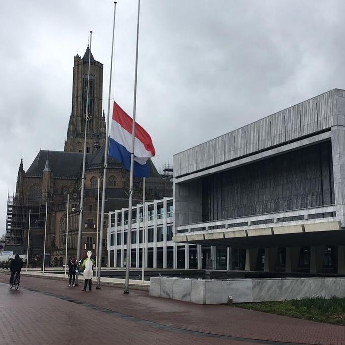 De gemeente Arnhem heeft de vlag bij het gemeentehuis halfstok gehangen uit solidariteit met de slachtoffers van de aanslag in Christchurch.