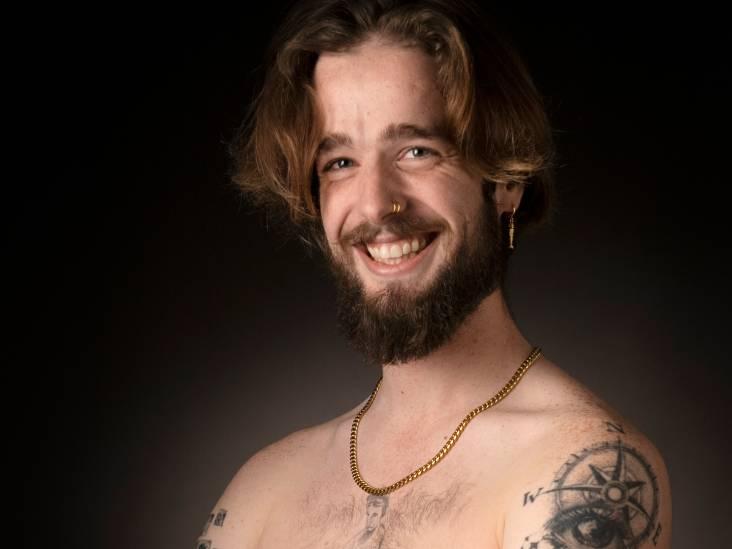 Eugene wil tattoo-artiest worden en gebruikt zijn benen als kladblok: 'Oefen op vrienden, mijn verloofde en mezelf'