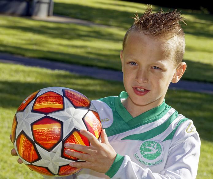 Goaltjesdief Liano Parisi laat liever zijn voetbalschoenen spreken.