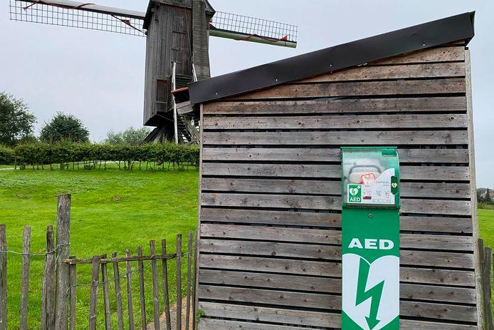 Het AED-toestel van de Kruiskoutermolen in Mere werd met succes gebruikt voor een reanimatie aan café Strokens in Haaltert.