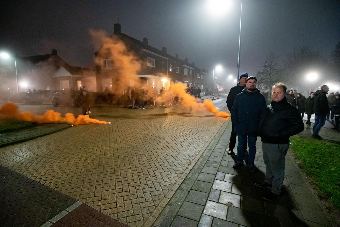 Drie zaterdag-avonden was het onrustig op Urk met vuurwerk en rellen. De vierde zaterdag-avond is er een burgerwacht (foto) ingesteld. Die kwam ook gisteren weer in actie.