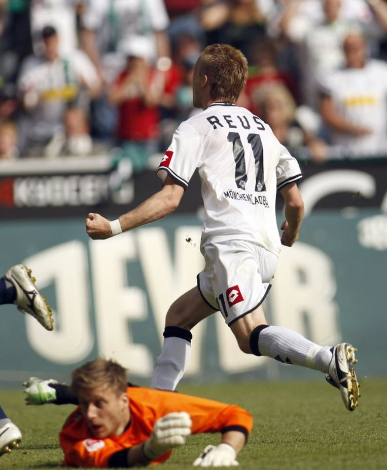 Reus scoort de 2-0 voor Gladbach tegen Freiburg. Beeld REUTERS