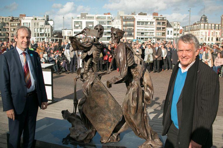 Het beeldenpaar op de Grote Markt levert Kunst in de Stad de Cultuurprijs op.
