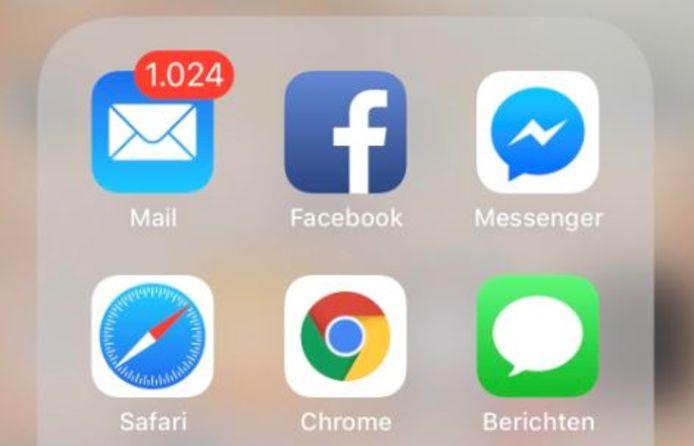 Een overvolle mailbox.