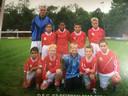 Paul (onderste rij, tweede van rechts) voetbalde al op jonge leeftijd bij DFC.