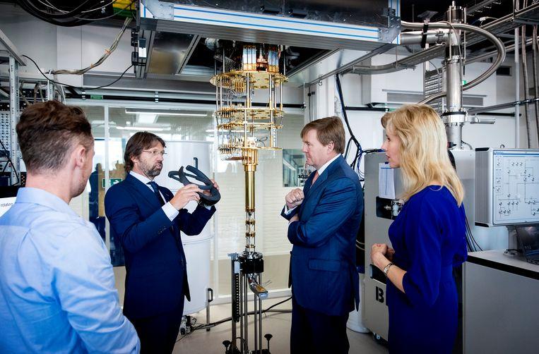 Koning Willem-Alexander bij de opening in 2019 van het Microsoft Quantum Lab in Delft. Beeld ANP