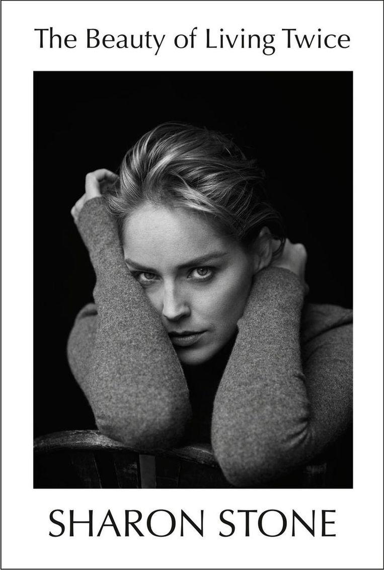 Sharon Stone, 'The Beauty of Living Twice', Knopf, 256 p.. Beeld rv