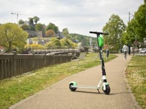 """Les trottinettes électriques sèment la pagaille à Namur: """"Les gens râlent pour tout"""""""