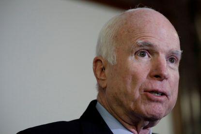 Amerikaanse Senator John McCain opnieuw in het ziekenhuis opgenomen