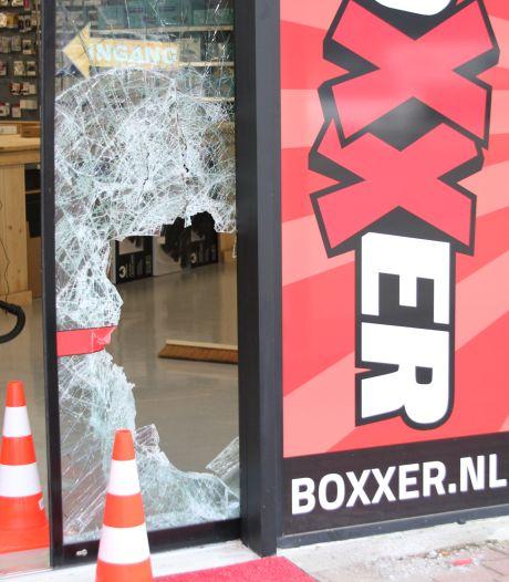 Inbraak bij elektronicazaak op Woonboulevard Almelo: dieven maken voor tienduizenden euro's buit