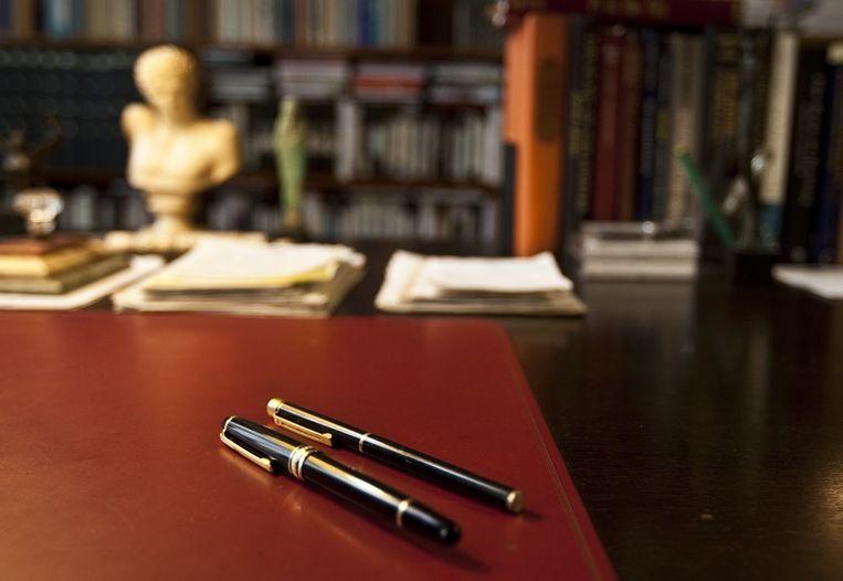 De pennen op het bureau in de voormalige werkkamer van schrijver Harry Mulisch in Amsterdam. Beeld anp