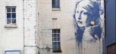 Banksy pakt uit met ode aan Hollandse meester Vermeer