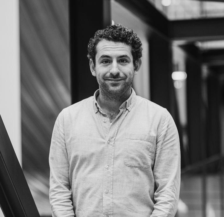 Aaron Mirck is oprichter van techbedrijf Presscloud.co en schrijft op www.DitAlgoritmeDeugtNiet.nl over de invloed van technologie op ons dagelijks leven. Beeld Michele Giebing