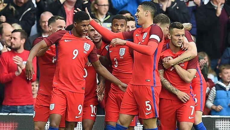 Marcus Rashford krijgt felicitaties van zijn ploegmakkers bij zijn goal tegen Australië.