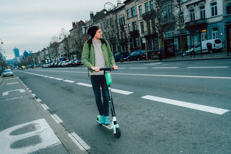 Freek Evers gaat al enkele maanden autoloos door het leven, maar regelmatig steekt heimwee naar zijn trouwe vierwieler de kop op. Beeld Illias Teirlinck