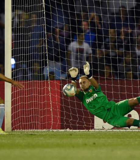 Cillessen stopt penalty, maar kan nederlaag Valencia niet voorkomen