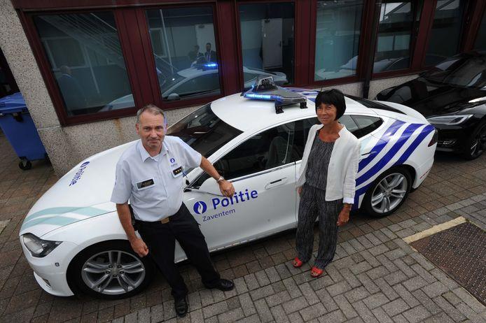 Ruim twee jaar geleden nam de lokale politie van Zaventem de eerste twee Tesla's in gebruik. Vandaag zijn er problemen met de levering van twee nieuwe wagens.