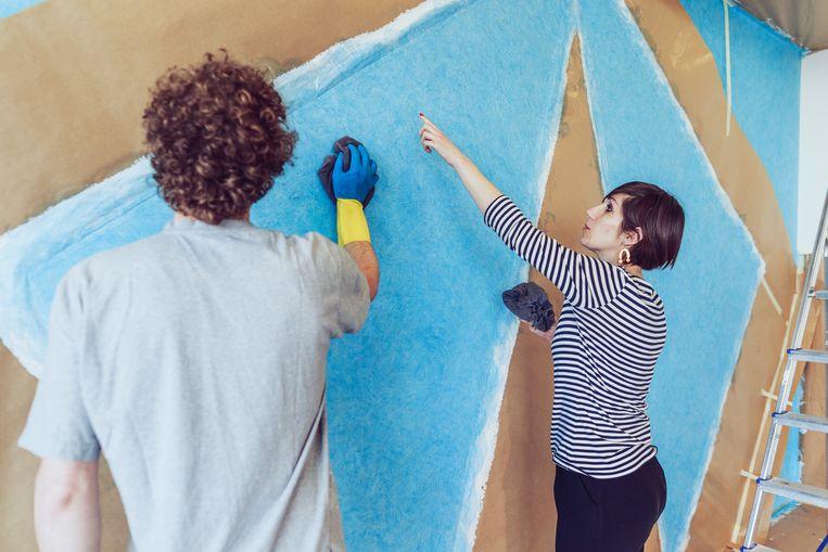 Onze journaliste helpt mee bij het maken van Sol LeWitts 'Wall Drawing #434' uit 1985. Beeld Eva Vlonk